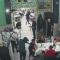 Rapina al ristorante davanti ai bambini con kalashnikov e pistole. Mai visto nulla di simile